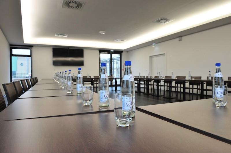 Salle de réunion 100 places